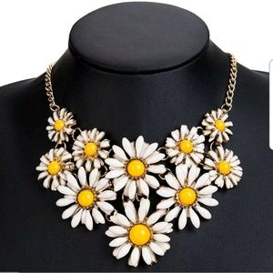 Jewelry - 🌼🌼 statement necklace 🌼🌼
